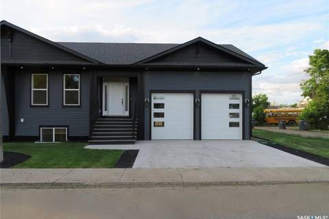 Townhouse for sale at 77 4th Ave SE Swift Current Saskatchewan - MLS: SK776785