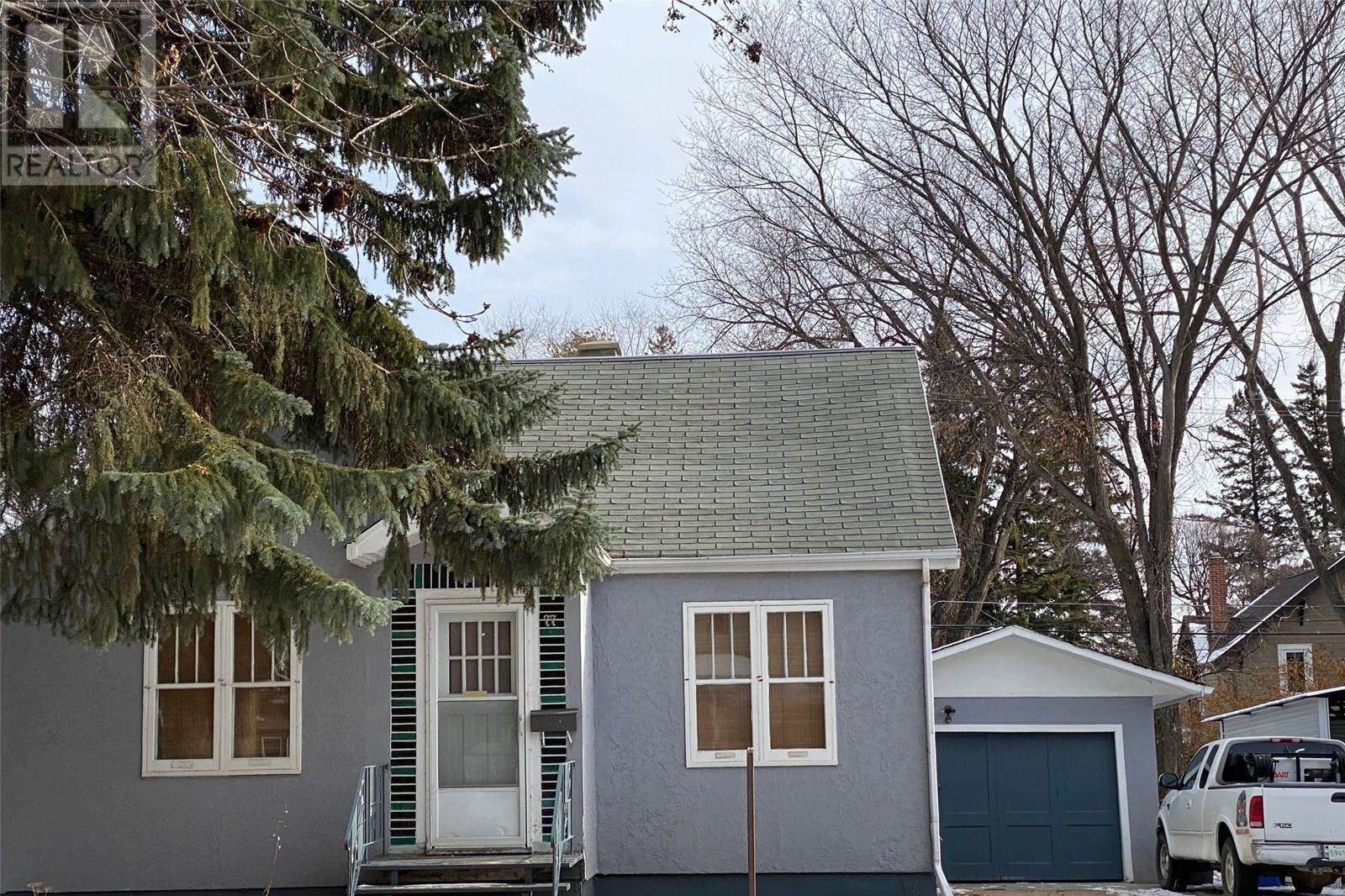 House for sale at 77 Fourth Ave N Yorkton Saskatchewan - MLS: SK831491