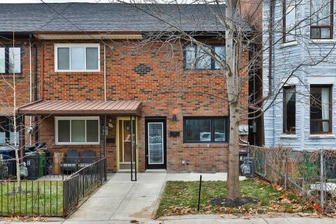 Townhouse for sale at 77 Foxley St Toronto Ontario - MLS: C5056614