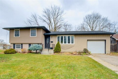 House for sale at 77 Queen St Strathroy Ontario - MLS: 40045361