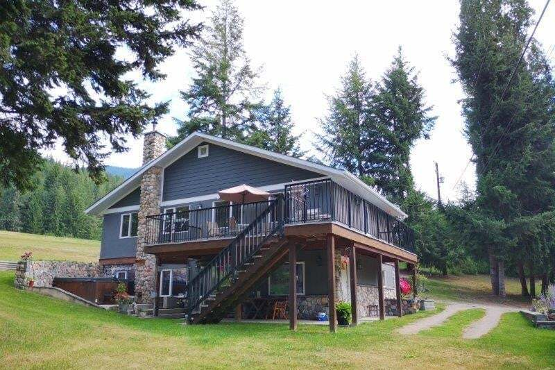 House for sale at 7713 Golf Course Rd Anglemont British Columbia - MLS: 10215534