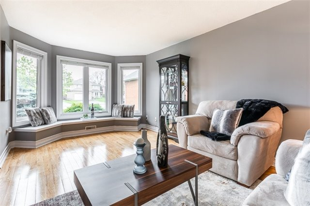 For Sale: 78 Marsden Court, Newmarket, ON | 4 Bed, 4 Bath House for $998,000. See 17 photos!