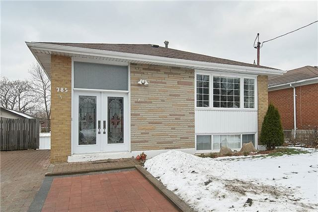 For Sale: 785 Scarborough Golf Clu Road, Toronto, ON | 3 Bed, 2 Bath House for $799,800. See 20 photos!