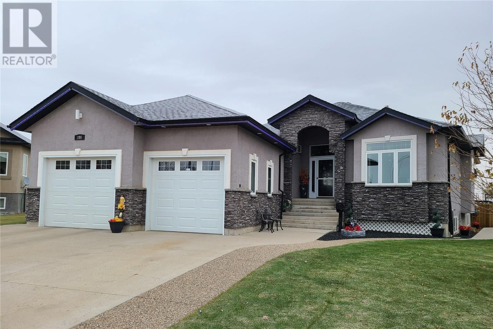 House for sale at 786 Johnston Dr Weyburn Saskatchewan - MLS: SK831680