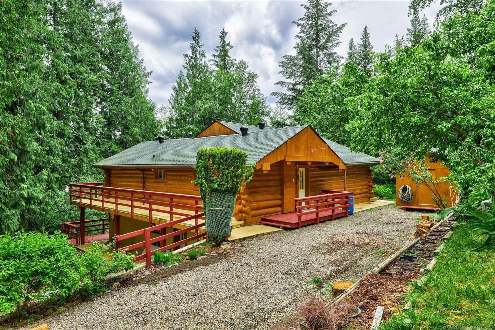 House for sale at 7867 Golf Course Rd Anglemont British Columbia - MLS: 10207553