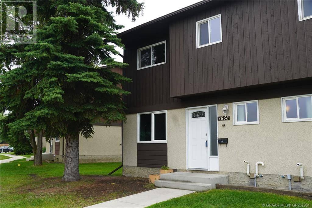 Townhouse for sale at 7868 Cedarwood Park  Grande Prairie Alberta - MLS: GP207901