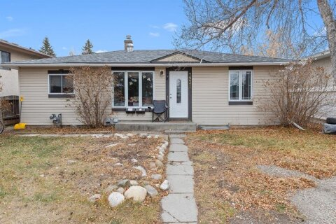 House for sale at 7931 47 Ave NW Calgary Alberta - MLS: A1048073