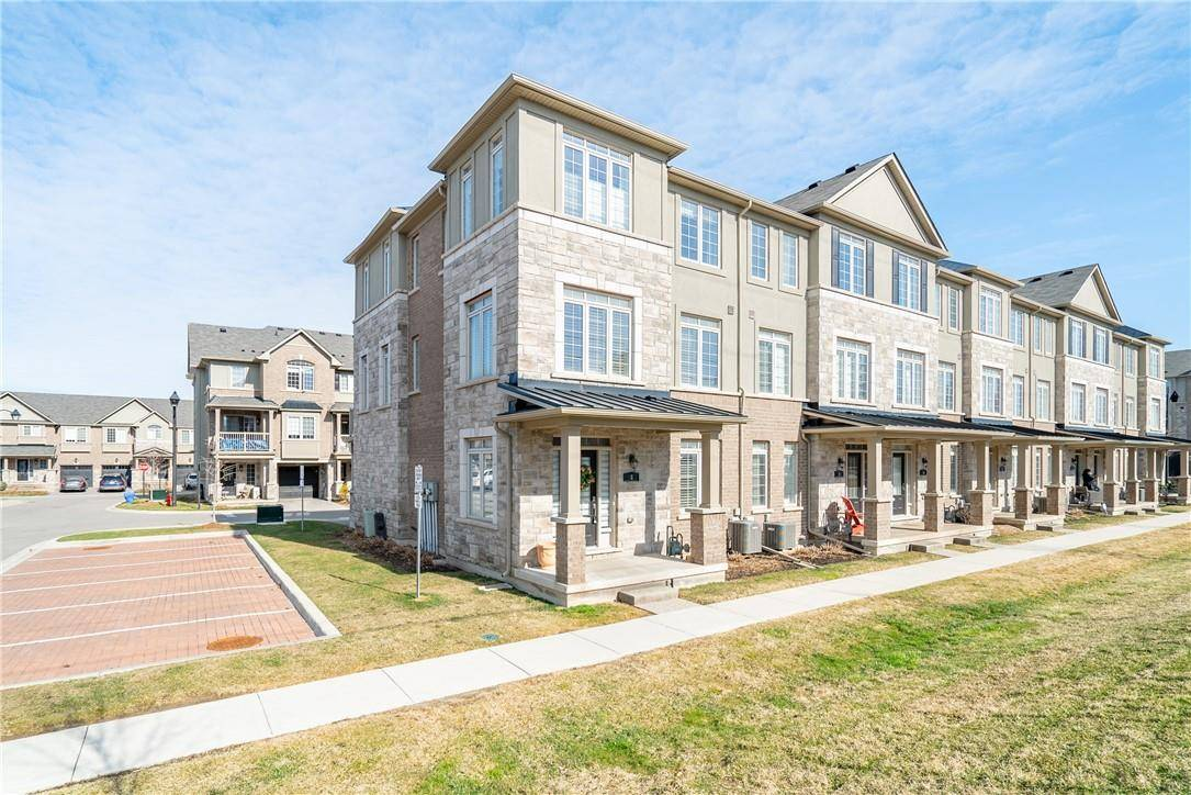 Townhouse for sale at 215 Dundas St E Unit 8 Waterdown Ontario - MLS: H4075493