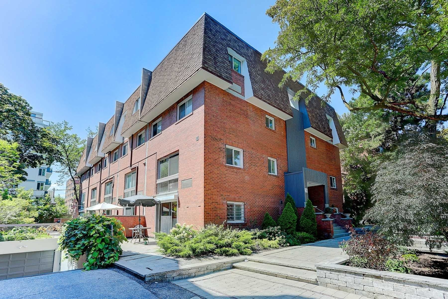 Buliding: 28 Admiral Road, Toronto, ON