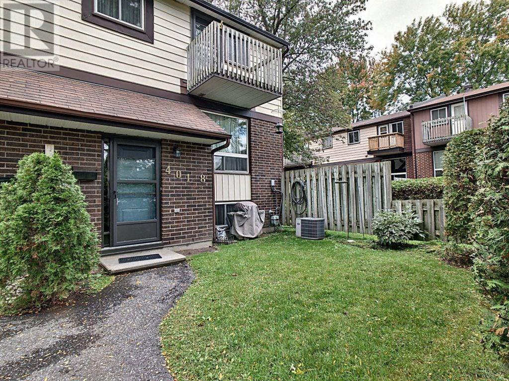 Townhouse for sale at 401 Montfort St Unit 8 Ottawa Ontario - MLS: 1173248