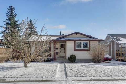 House for sale at 8 Castleridge Rd Northeast Calgary Alberta - MLS: C4274173