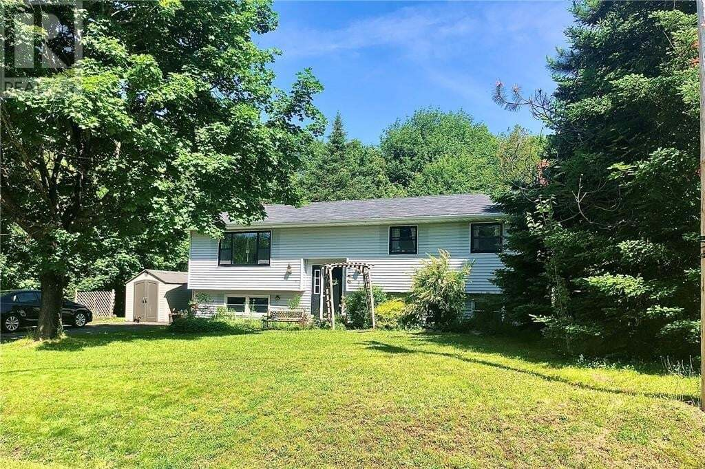 House for sale at 8 Dunrobin St Rothesay New Brunswick - MLS: NB045417