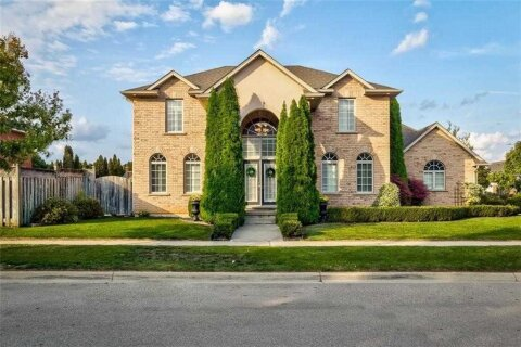 House for sale at 8 Fourseasons Dr Hamilton Ontario - MLS: X4967859