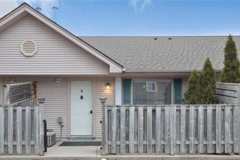 Home for sale at 8 Oak St Unit 4 Grand Bend Ontario - MLS: 40056889