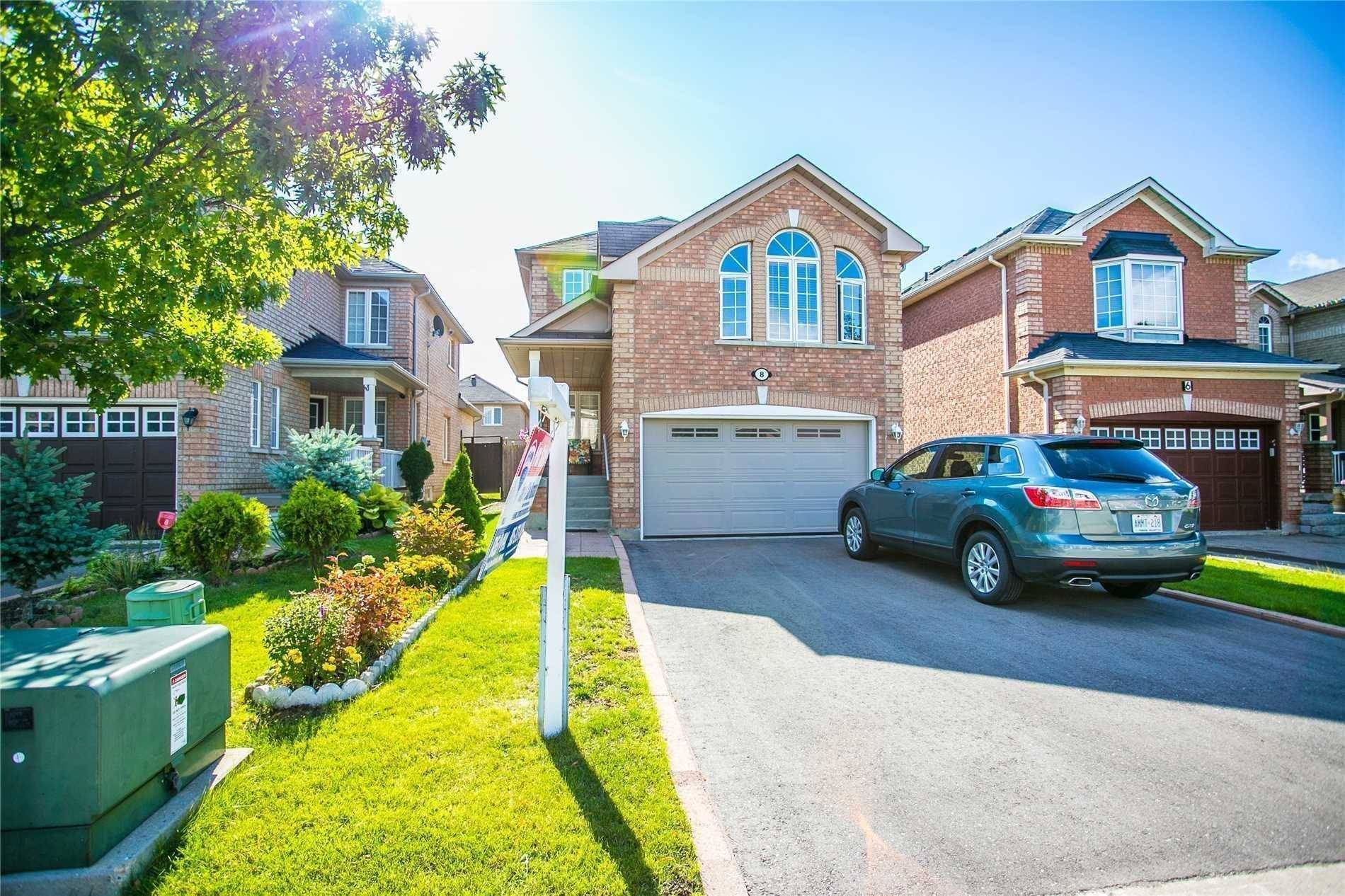 House for sale at 8 Prince Cres Brampton Ontario - MLS: W4460670