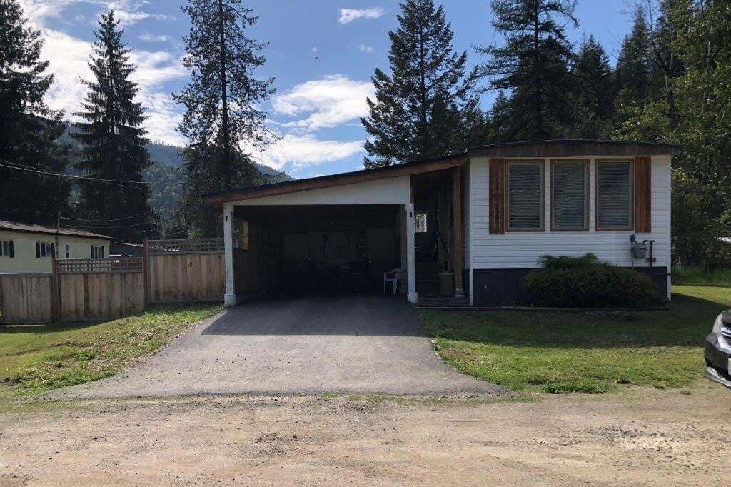 Home for sale at 8 Royal Oak Drive  Salmo British Columbia - MLS: 2452369