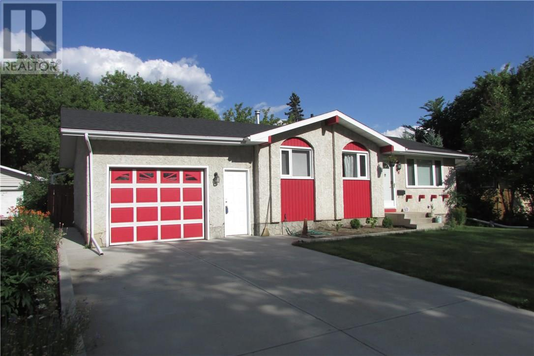 For Sale: 8 Sandison Crescent, Regina, SK | 3 Bed, 2 Bath House for $299,900. See 39 photos!
