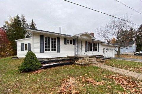 House for sale at 8 Springvale Ave Miramichi New Brunswick - MLS: NB051009