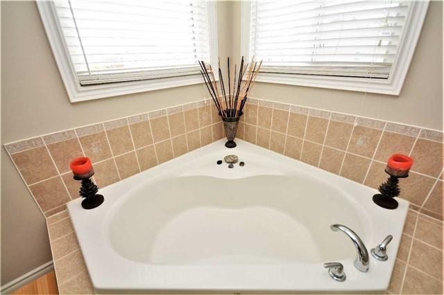 For Sale: 8 Tudor Crescent, Barrie, ON   4 Bed, 4 Bath House for $674,900. See 20 photos!