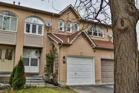 Townhouse for sale at 80 Cedarwood Cres Brampton Ontario - MLS: W4968911