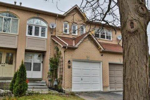 Townhouse for sale at 80 Cedarwood Cres Brampton Ontario - MLS: W4968911