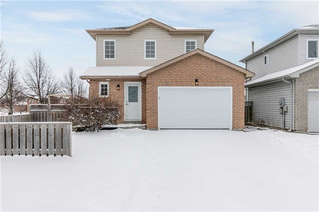 For Sale: 80 Downing Crescent, Barrie, ON | 3 Bed, 2 Bath House for $459,900. See 19 photos!