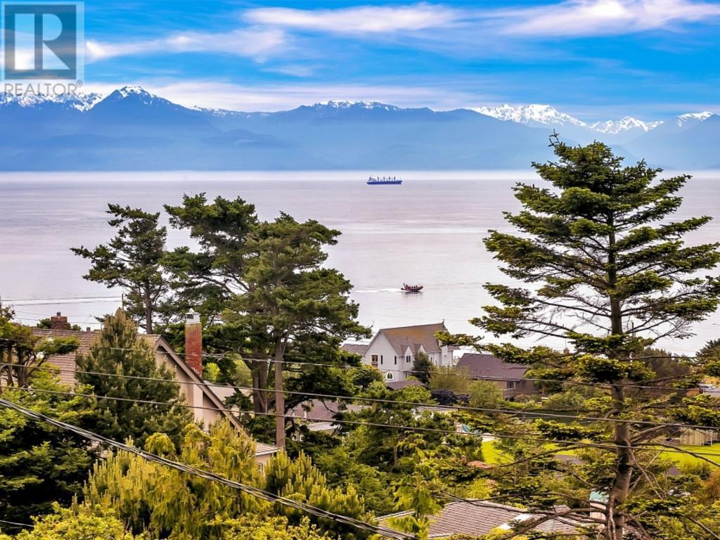 For Sale: 80 King George Terrace, Victoria, BC | 6 Bed, 5 Bath House for $1,998,000. See 16 photos!