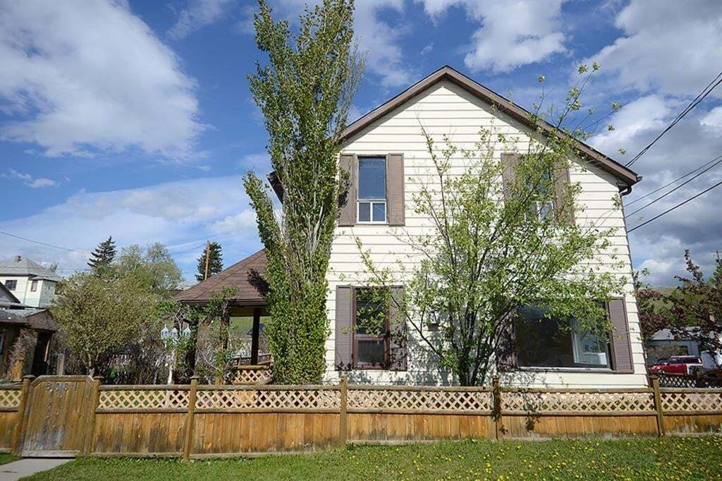 House for sale at 8001 19 Ave Rural Crowsnest Pass Alberta - MLS: LD0190745