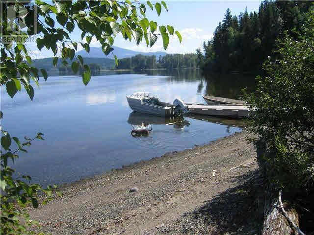 House for sale at 8011 Lake Rd S Unit 8001 Canim Lake British Columbia - MLS: R2432148