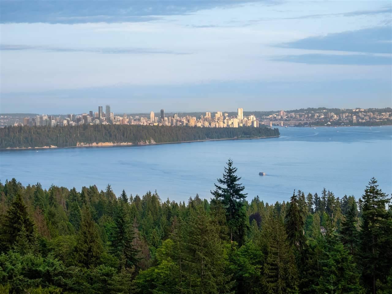 Buliding: 3131 Deer Ridge Drive, West Vancouver, BC
