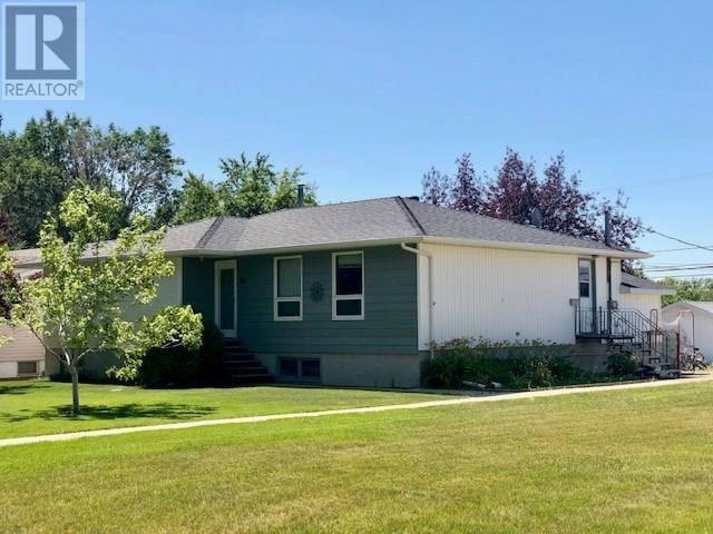 House for sale at 801 Centre St Shaunavon Saskatchewan - MLS: SK756816
