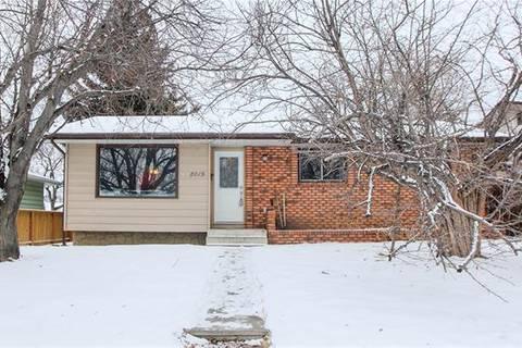 House for sale at 8019 Huntwick Hill(s) Northeast Calgary Alberta - MLS: C4281211