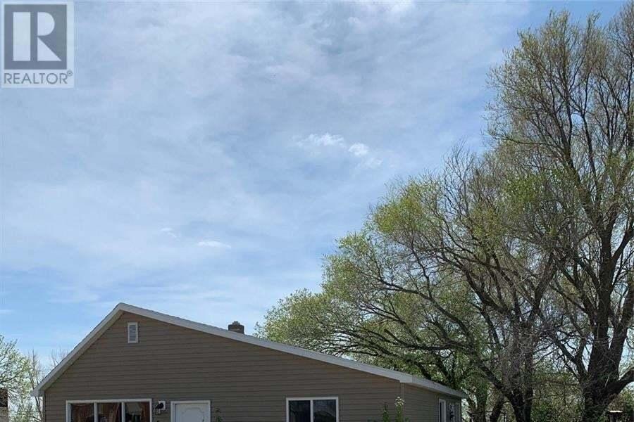 House for sale at 802 2nd St Estevan Saskatchewan - MLS: SK809320
