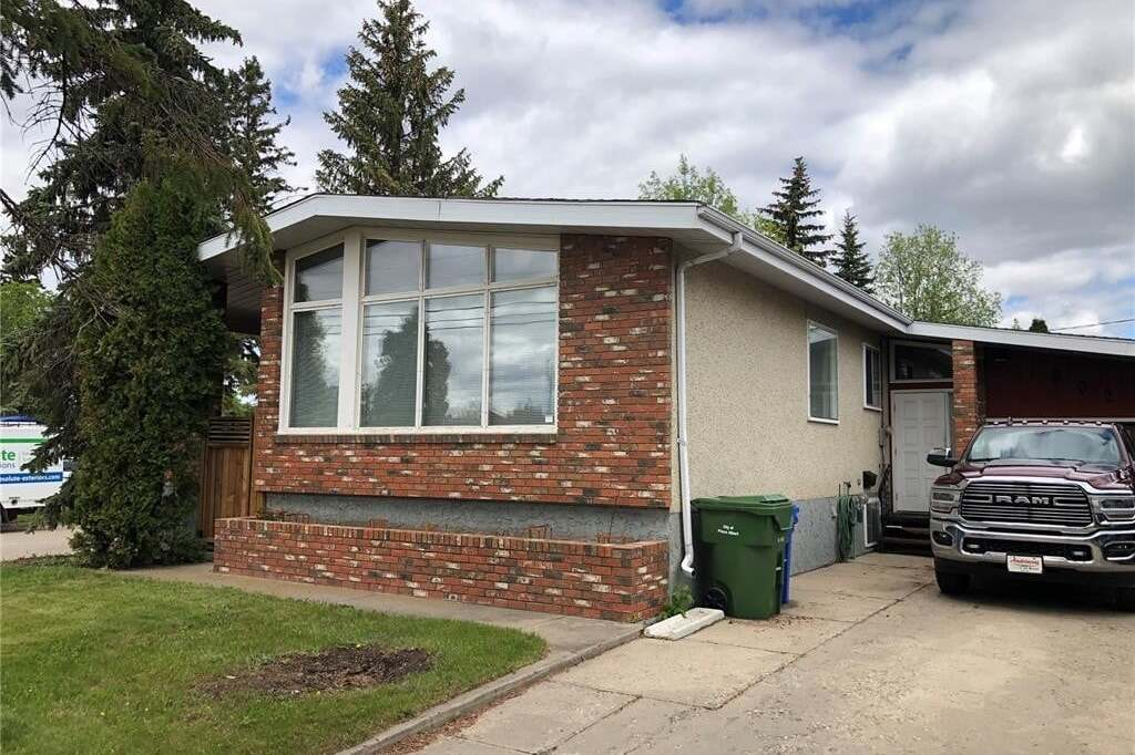 House for sale at 802 7th St E Prince Albert Saskatchewan - MLS: SK810896