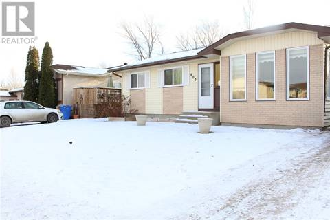 House for sale at 803 Graham Rd Regina Saskatchewan - MLS: SK797173