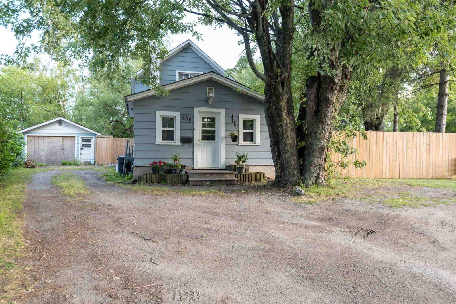 House for sale at 804 Northern Ave Thunder Bay Ontario - MLS: TB193700