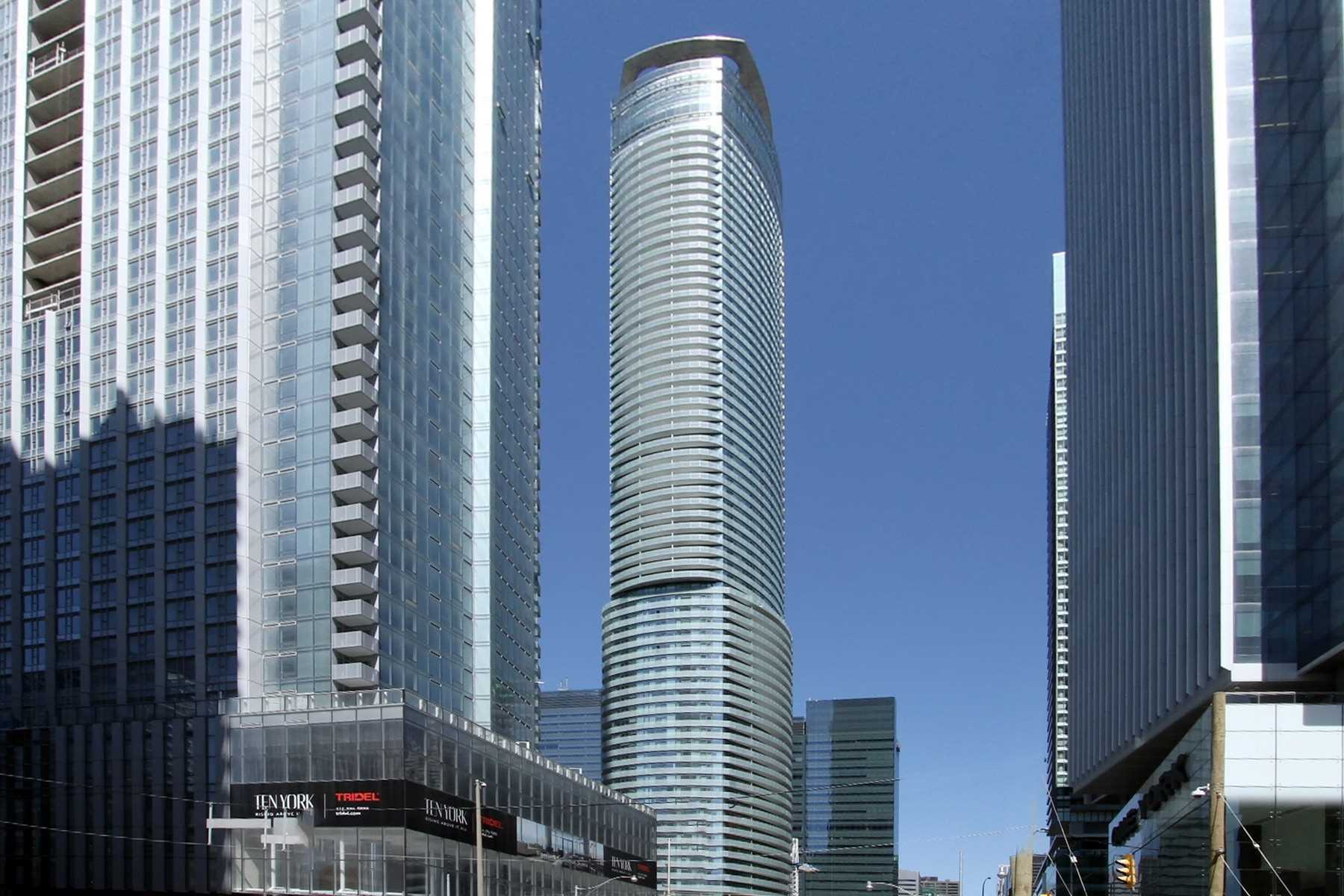 For Rent: 805 - 14 York Street, Toronto, ON | 2 Bed, 2 Bath Condo for $2550.00. See 11 photos!