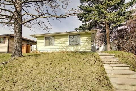 House for sale at 8051 Huntington St Northeast Calgary Alberta - MLS: C4294626