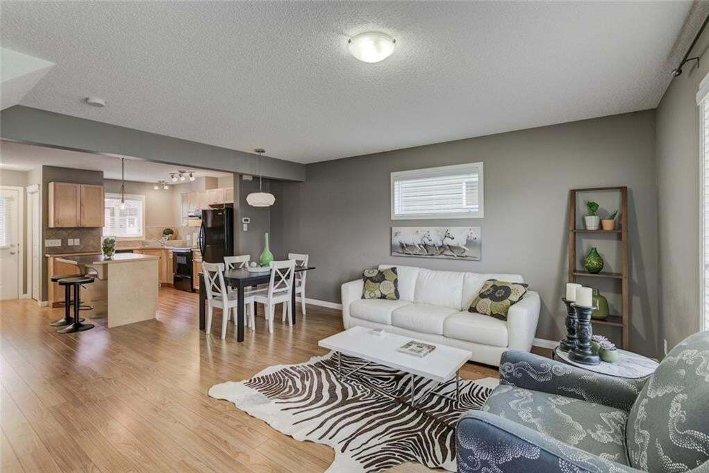 Buliding: 140 Sagewood Boulevard South West, Sagewood Airdrie, AB