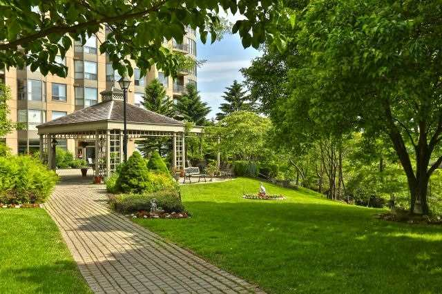 For Sale: 806 - 2511 Lakeshore Road, Oakville, ON | 2 Bed, 2 Bath Condo for $649,000. See 19 photos!