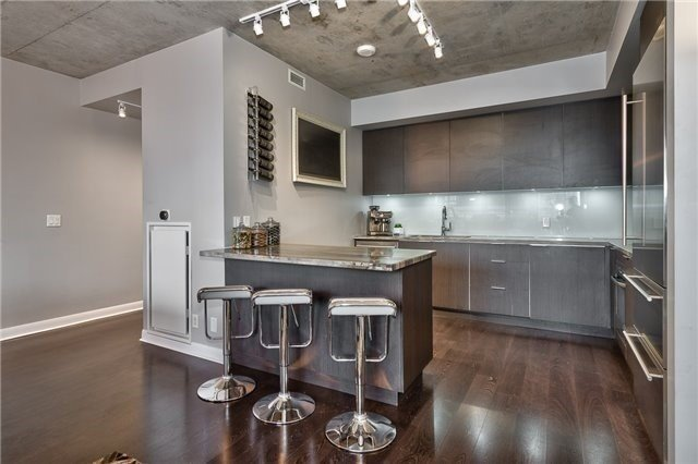 806 478 King Street Toronto — For Sale $1 698 800