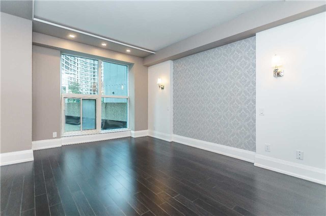 For Sale: 806 - 77 Harbour Square, Toronto, ON   1 Bed, 1 Bath Condo for $549,000. See 20 photos!