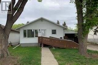 House for sale at 806 W Ave N Saskatoon Saskatchewan - MLS: SK809741