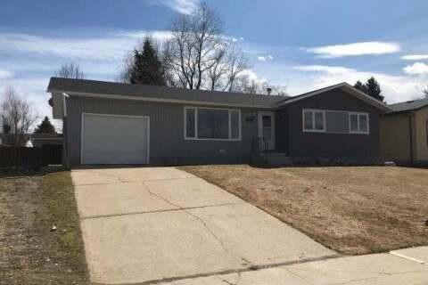 House for sale at 807 8 Street  Fox Creek Alberta - MLS: AW52159