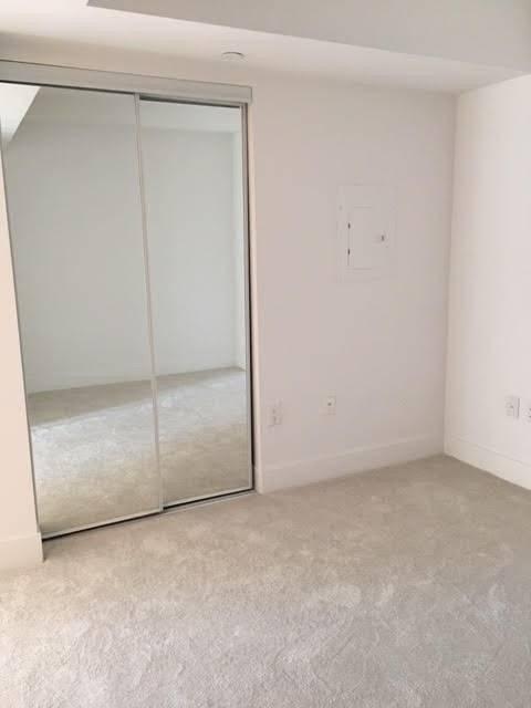 Apartment for rent at 955 Bay St Unit 807 Toronto Ontario - MLS: C4486600