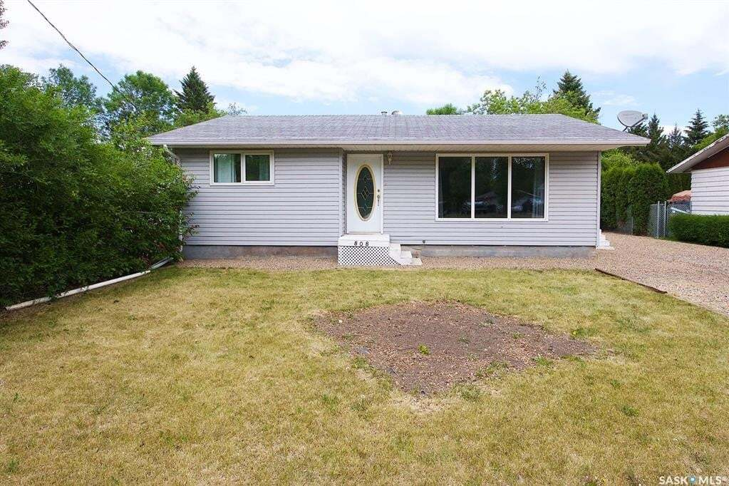House for sale at 808 Walsh Ave Oxbow Saskatchewan - MLS: SK809172