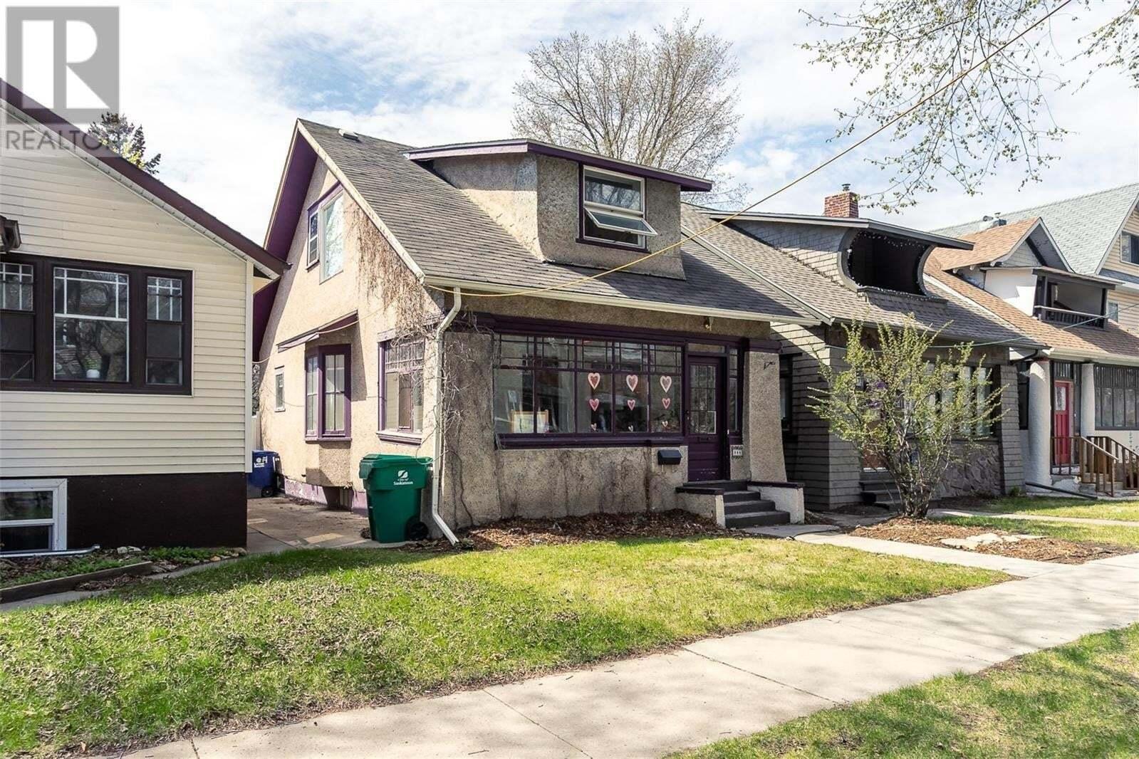 House for sale at 809 6th Ave N Saskatoon Saskatchewan - MLS: SK808939