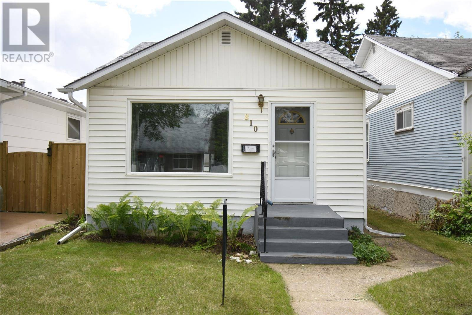House for sale at 810 6th St E Saskatoon Saskatchewan - MLS: SK785064