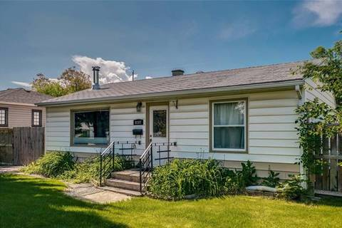 House for sale at 8107 34 Ave Northwest Calgary Alberta - MLS: C4258105