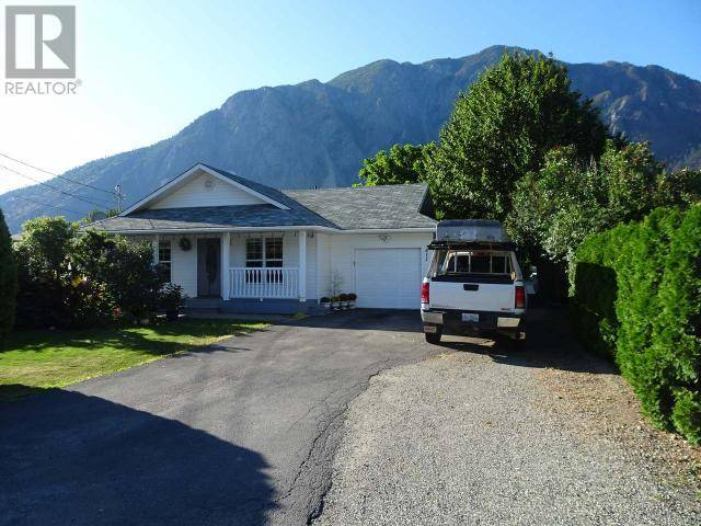 House for sale at 811 10th Ave Keremeos British Columbia - MLS: 180432